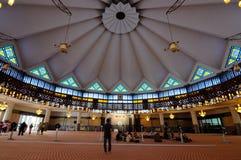 Inre av den nationella moskén av Malaysia a K en Masjid Negara arkivfoto