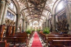 Inre av den Parroquia de San Juan Bautista kyrkan i Coyoacan, Mexico - stad - Mexico fotografering för bildbyråer
