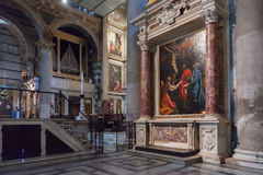 Inre av den Pisa domkyrkan i piazzadeien Miracoli Royaltyfria Bilder