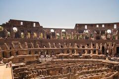 Inre av den Roman Colosseum eller Coliseumamfiteatern Arkivbild