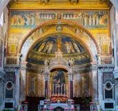 Inre av den roman kyrkan, Rome, Italien royaltyfria foton