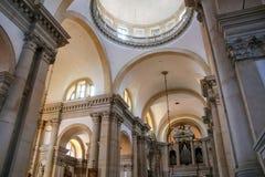 Inre av den San Giorgio Maggiore kyrkan på ön av samen Fotografering för Bildbyråer