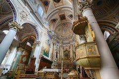 Inre av den Sanka Petrusen kyrktar i Modica Sicilien Arkivfoton