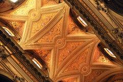 Inre av den Sant `-Eustachio katolska kyrkan i Rome, Italien Royaltyfria Bilder