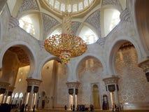 Inre av den Sheikh Zayed moskén i Abu Dhabi Arkivfoton