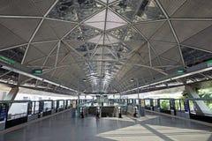 Inre av den Singapore MRT-stationen Arkivfoto