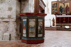 Inre av den stärkte kyrkliga Prejmeren i den Prejmer staden i Rumänien Royaltyfria Foton