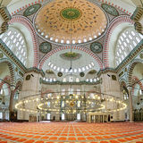 Inre av den Suleymaniye moskén i Istanbul Royaltyfri Fotografi