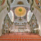 Inre av den Suleymaniye moskén i Istanbul Arkivbild