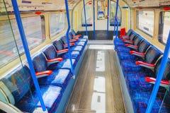 Inre av den underjordiska drevbilen i London Arkivbilder