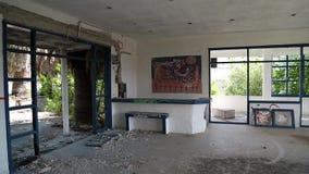 Inre av det övergav hotellet lager videofilmer