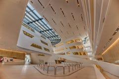 Inre av det nya och futuristiska Wien universitetet av ekonomiskt Royaltyfri Foto