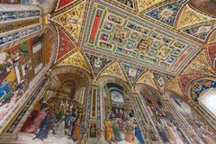 Inre av det Piccolomini arkivet i Siena Cathedral Duomo di Sie Royaltyfri Fotografi