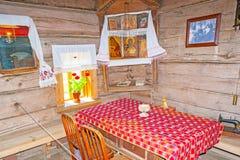 Inre av det ryska bonde`-huset i Suzdal Arkivbilder