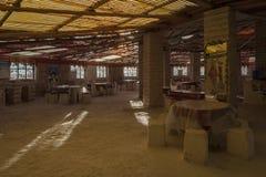 Inre av det SalLuna Salada hotellet som göras från salta tegelstenar, near den salta sjön Salar de Uyuni, Bolivia - Sydamerika arkivbild