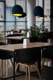 Inre av det stilfulla kafét Fotografering för Bildbyråer