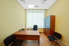 Inre av det tomma kontorskabinettet arkivfoto