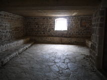 Inre av det tomma rummet i gammal byggnad Arkivfoto