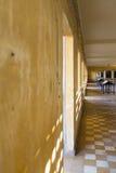 Inre av det Tuol Sleng museet eller S21 fängelset, Phnom Penh, Cambodi Arkivfoto