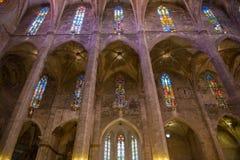 Inre av domkyrkan av Santa Maria av Palma (La Seu) Royaltyfria Foton