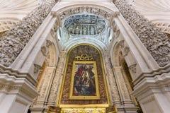 Inre av domkyrkan av St Mary av se i Seville, A arkivbilder