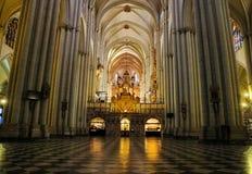 Inre av domkyrkan av Toledo Arkivfoton