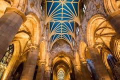 Inre av domkyrkan i Edinburg Arkivfoto