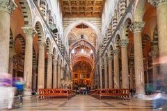 Inre av domkyrkan på det lutande tornet av Pisa Royaltyfria Bilder