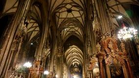 Inre av domkyrkan av St Stephen i Wien arkivfoto