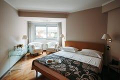 Inre av dubbelt hotellrum Fotografering för Bildbyråer