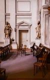 Inre av Eglise Sainte-Croix i Carouge den gamla staden, Genève, strömbrytare royaltyfri bild