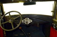 Inre av en gammal bil Arkivfoto