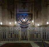 Inre av en gammal moské arkivfoton
