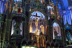 Inre av en gotisk kyrka Royaltyfria Foton