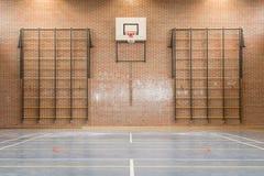 Inre av en idrottshall på skolan royaltyfria bilder