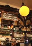 Inre av en irländsk bar i Dublin arkivfoton