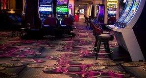 Inre av en kasino royaltyfria foton