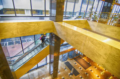 Inre av en kontorsbyggnadlobby med mottagande Royaltyfri Fotografi