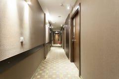Inre av en korridor för lyxigt hotell arkivfoton