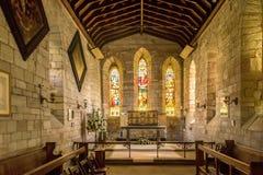 Inre av en kyrka med ett altare royaltyfri bild