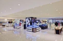 Inre av en lyxig shoppinggalleria, Shanghai, Kina Royaltyfria Bilder