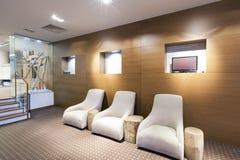 Inre av en modern hotelllobby Arkivbilder