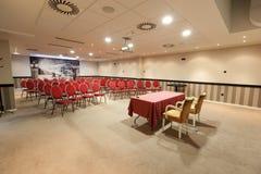 Inre av en modern konferenskorridor Royaltyfri Bild