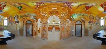 Inre av en ortodox kyrka i Rumänien Royaltyfria Bilder