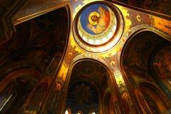 Inre av en ortodox kyrka, sikt av kupolen Royaltyfria Foton