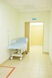 Inre av en sjukhuskorridor Arkivbilder