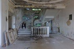 Inre av ett övergett hotell i Abchazien Royaltyfri Fotografi