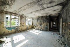 Inre av ett gammalt övergett sovjetiskt sjukhus Fotografering för Bildbyråer