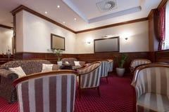 Inre av ett hotellkafé Royaltyfri Bild