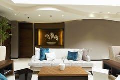 Inre av ett hotelllobbykafé Royaltyfria Bilder